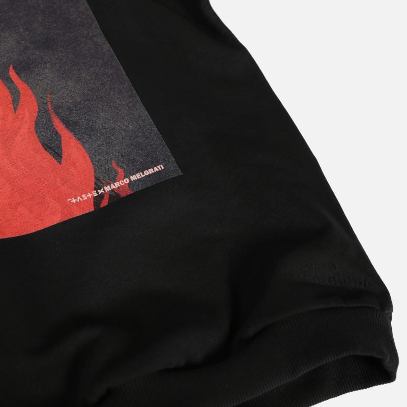 Свитшот с короткими рукавами Fusion с принтом Witch on fire на спине black